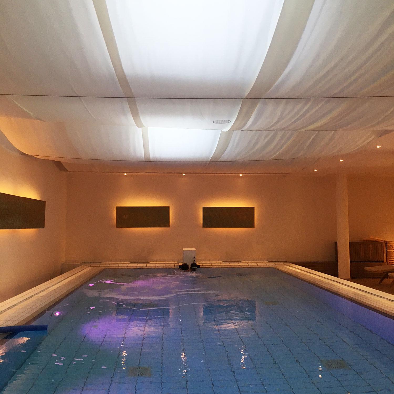 Schön Pool Salzwasser Galerie Von Herrlich: Schwerelos Schweben Im Indoor Salzwasserpool