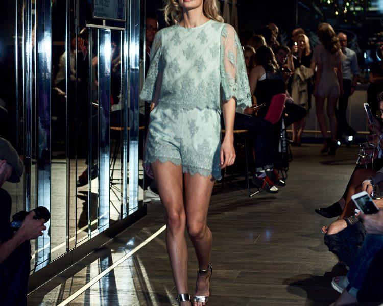 Ganz viel Spitze: die Runwayshow der berliner Designerin Ewa Herzog