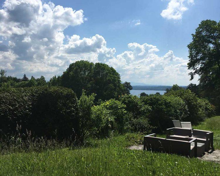 So weit das Auge reicht: Blick auf den Starnberger See