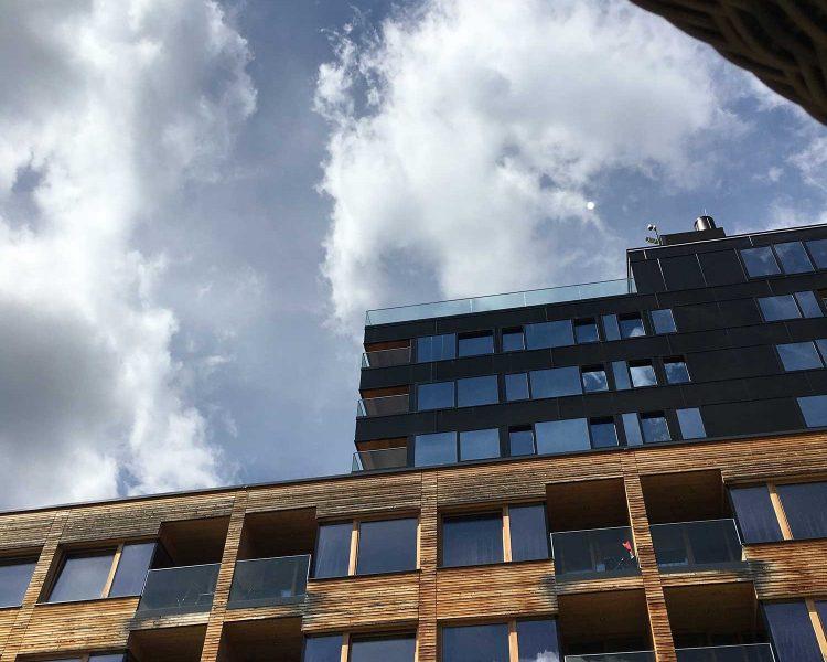 Sogar der Himmel spiegelt sich in den XL-Fenstern