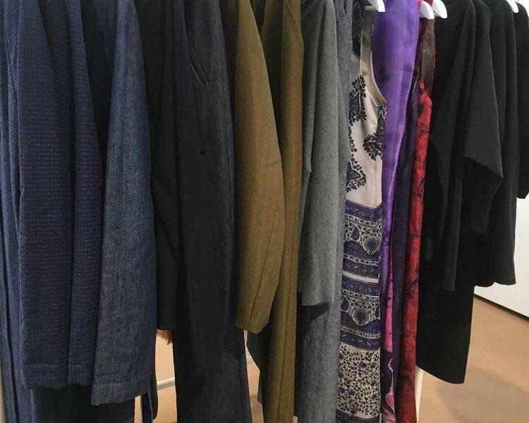 In der neuen Kollektion gibt es auch Upcycling-Saris