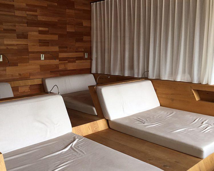 Auszeit gefällig? Auf diesem Betten kann man herrlich relaxen - die Natur im Blick