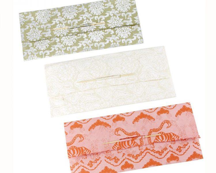 Nach graditionellem Verfahren in Handarbeit gefertigt: Schreibpapier-Set, um 9,90 €. Erhältlich über Plan Shop