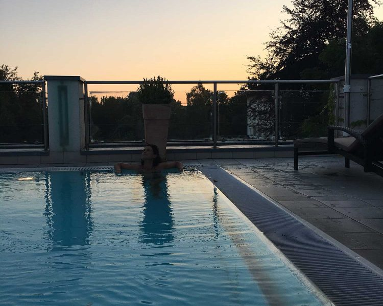 Absoluter Hotspot: der Panorama-Thermalpool auf dem Dach