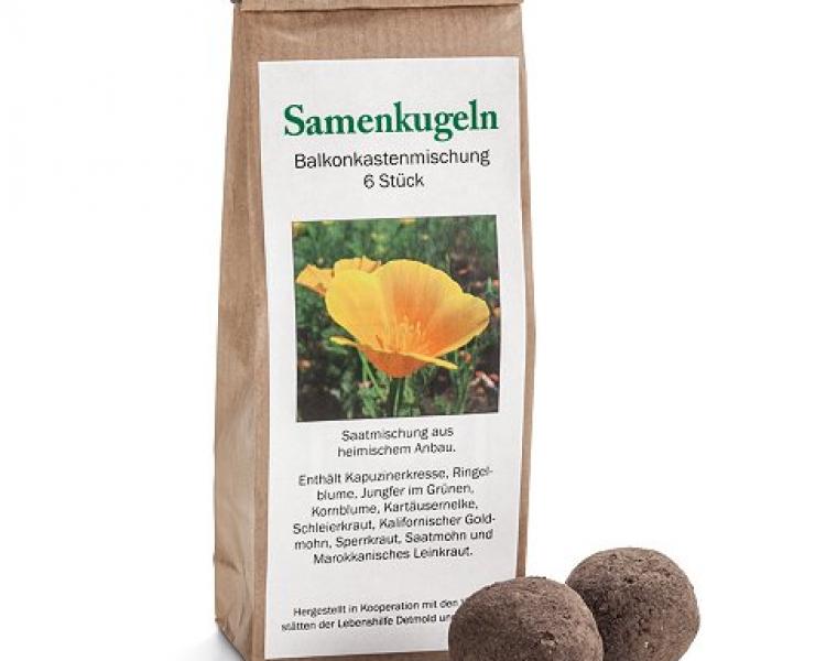 Samenkugeln Balkonkastenmischung (6 Stk.). Die Erde liefert ein Biolandbetrieb aus der Region zu, der Lehm wird aus einer Tongrube bezogen.