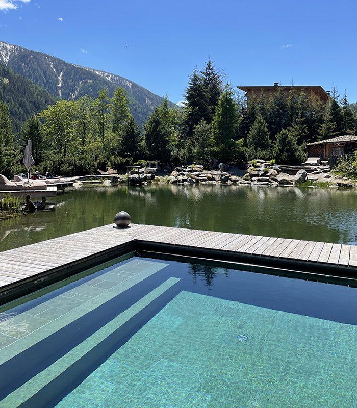 Einer der vielen Lieblingsplätze. Schwimmen mit Blick auf die Berge - das spendet doppelte Energie.