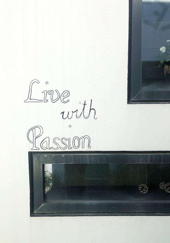 Dezent in black & white: Live with Passion