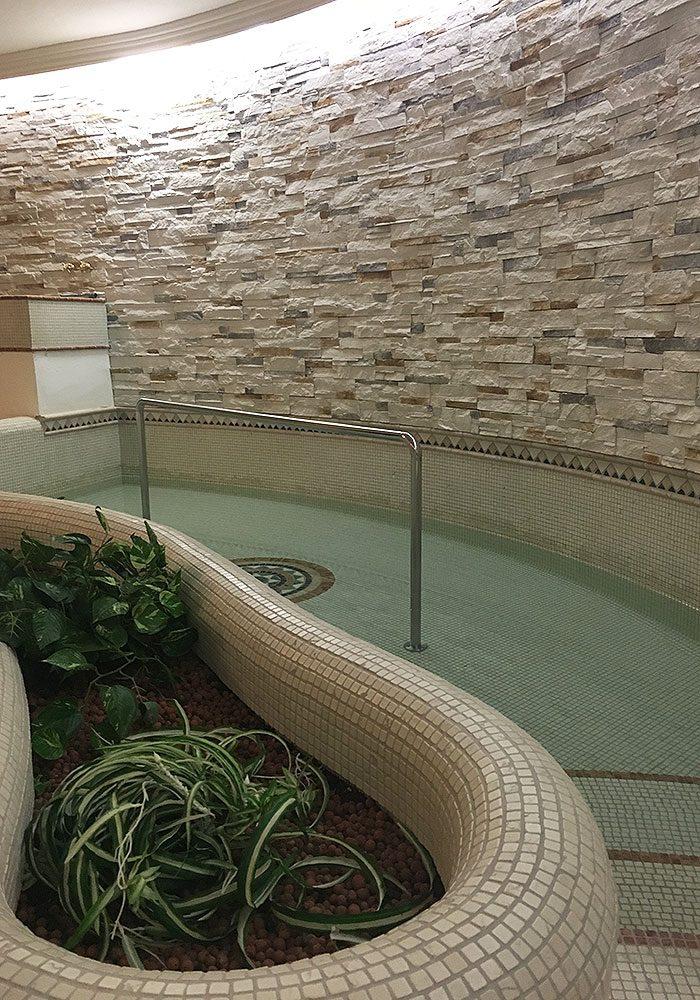 Immer verfügbar - das Indoor-Kneipp-Becken.