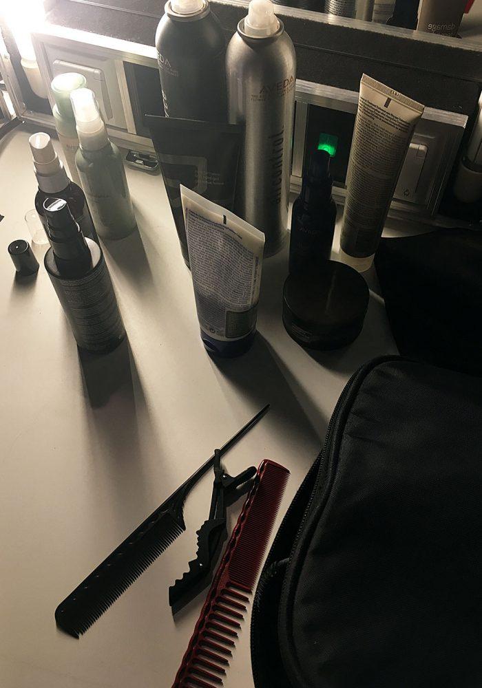 Hairspeay, CRemewachs zum Definieren einzelner Partien, Stielkamm & Co. das Basis-Equipment eines Hairstylisten.