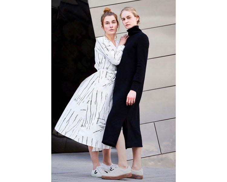 Bauhausinspiriertes Wrap-Dress Helena von Sophia Schneider-Esleben aus Organic Cotton, um 245 Euro.
