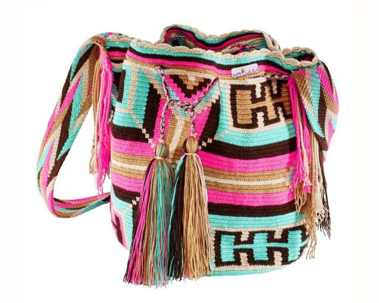 Handgemachte Tasche Wayuuu fray, um 139 €. Erhältlich über Plan Shop