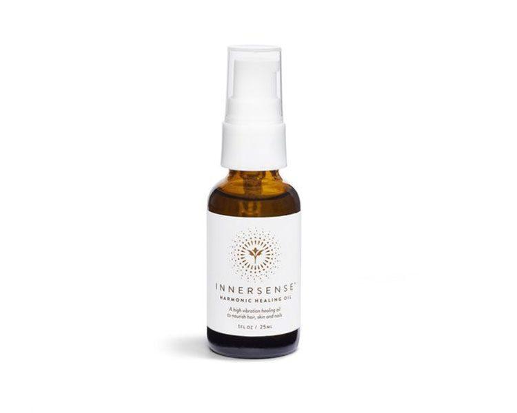 Du hast die Haare schön: Die handgefertigten Haarpflege-Produkte – wie das intensive Pflegeöl Harmonic Treatment Haaröl - basieren auf zertifiziert biologischen pflanzlichen Inhaltsstoffen. Von INNERSENSE Organic Beauty, um 79 Euro.